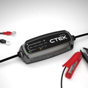 CTEK modello CT5 POWERSPORT (40-310), il caricabatterie progettato per tutti i veicoli sportivi, con batterie al piombo e/o litio-ferro-fosfato.
